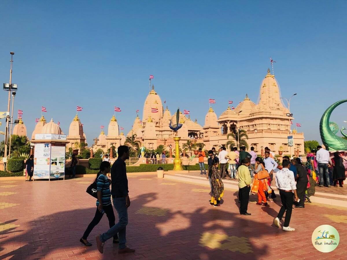 Nilkanth-Dham-Swaminarayan-Temple-poicha